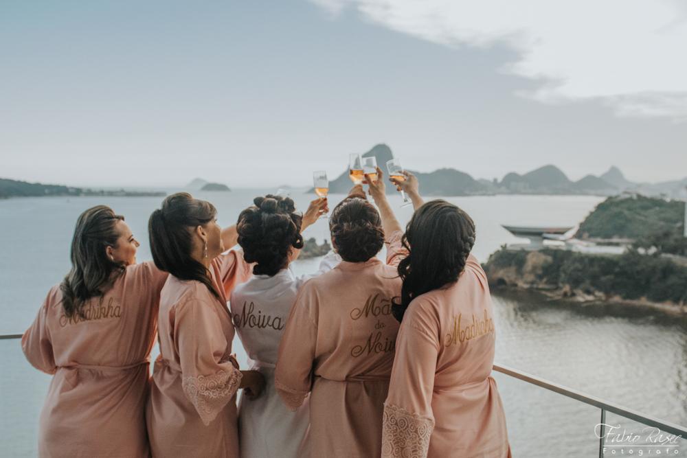 (10) Madrinhas de Casamento Brindando