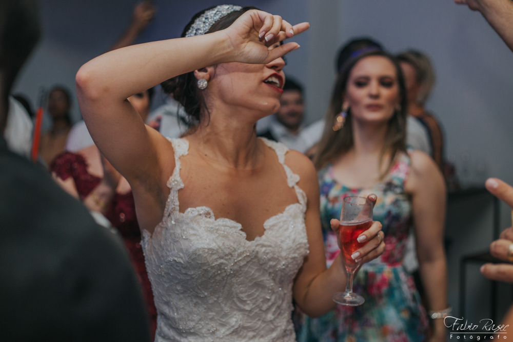 (57) Noiva Zueira
